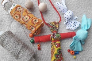 Астраханцев приглашают смастерить «Куклу-Пеленашку» и «Кувадку»