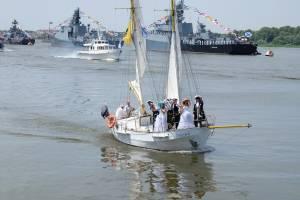 Астраханцы отмечают День ВМФ. Фоторепортаж